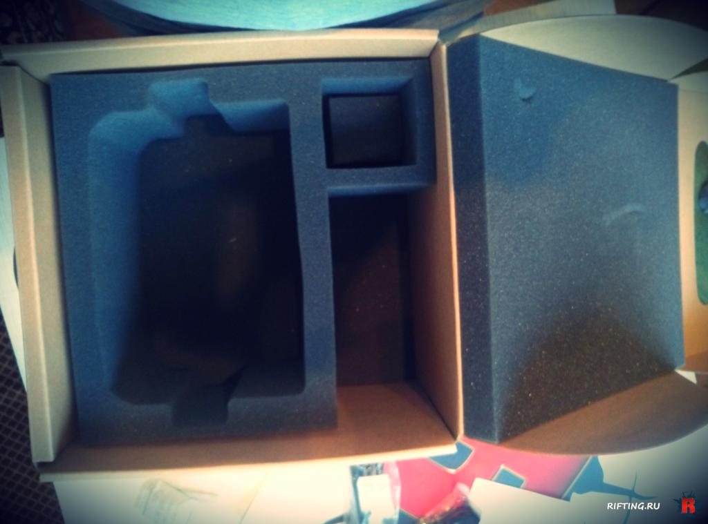 Oculus Rift DK2 inside box
